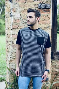 Camiseta masculina listrada bolso