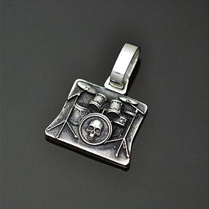 Pingente bateria com caveira em prata 950k (G)