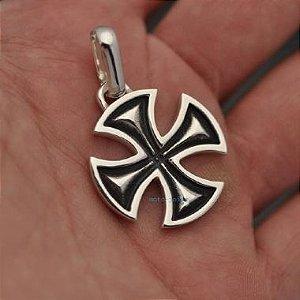 Pingente Cruz de Malta em prata 950k