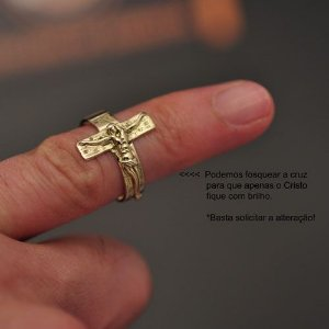 Anel religioso crucifixo em ouro 18k