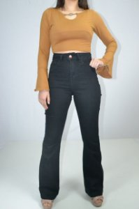 calça preta flare feminina
