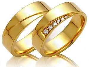 Par de alianças em ouro 18k com detalhe 8 pontos diamante