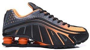 Nike Shox R4 - Preto e Laranja