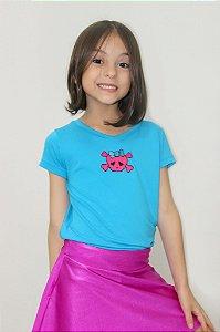 T-shirt em Visco Azul Com Caveira Pink de Laço