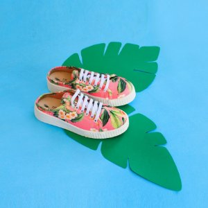 Tênis sneaker aberto atrás - estampa floral rosa