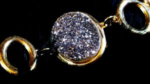 Pulseira  Cristal de Geodo de Rocha de Quartzo Titânio  G