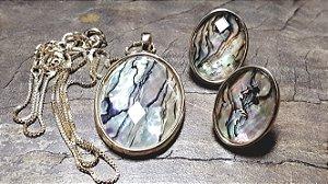 Conjunto Joias Colar e Brincos Abalone e Pedra Cristal Quartzo Multifacetado Charming Shells