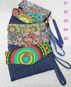 Carteira de mão em tecido jeans e estampa Mandalas para guardar celular e documentos  com varias repartições ,vejam fotos