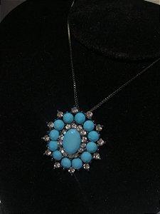 Colar com pingente de pedras azuis