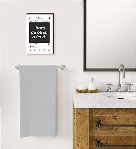 Quadro Banheiro Hora de olhar o Feed Mod.01[BOX DE MADEIRA]