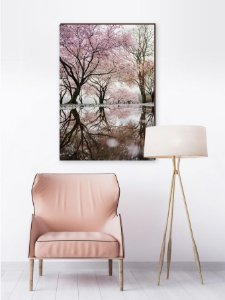 Quadro decorativo Árvore florida refletindo no rio [BoxMadeira]