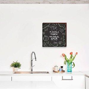 Quadro A cozinha é pequena mas cheia de amor quadrado preto [BoxMadeira]
