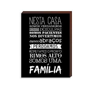 Quadro Decorativo Nesta Casa somos uma família fundo preto [BoxMadeira]