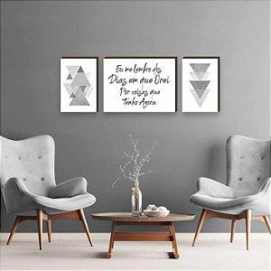 Trio de Quadros Triângulos com frase Eu me Lembro dos Dias em que Orei Por Coisas que Tenho Agora Cinza [BoxMadeira]