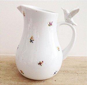 Jarra em porcelana com beija-flor na alça