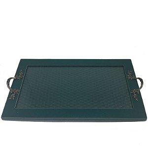 Bandeja retangular verde petróleo com alça em ferro trabalhado.