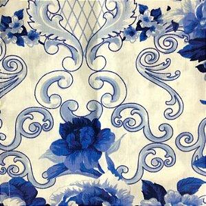Guardanapo em tecido estampa de flores e arabescos azuis