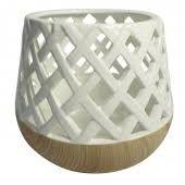 Lanterna em resina branca e madeira