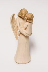 Anjo com criança no colo