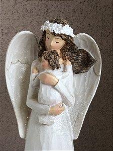Anjo abraçado com bebê