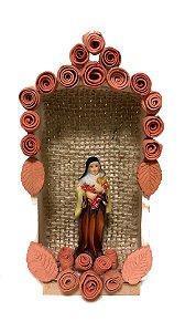 Oratório em cerâmica com Santa Terezinha