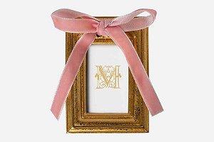 Mini porta retrato dourado com laço rosa