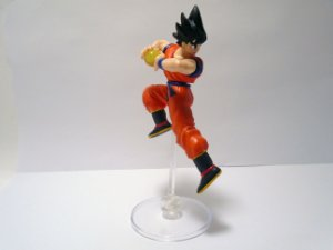 Bandai Dragon Ball Z HG Gashapon Goku com esfera na mão