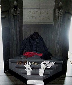 Hot Toys Batman Base Diorama Joker DX Mime e Lote de Acessórios 1/6
