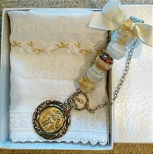 Medalhão Anjo da Guarda para Berço com toalha em linho bordada