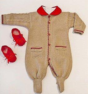 Macacão modelo maternal em tricô com body