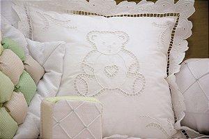 Almofada bordada em Rechilieu Urso