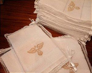 Lembrança batizado toalha de mão bordada