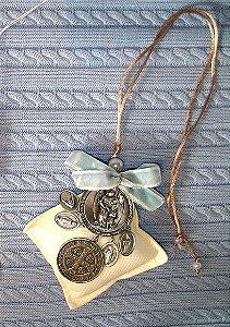 Medalhão pingente de berço com sachet