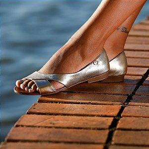 Sandália Rasteira em Couro Moema Dourada