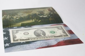 Folder com cédula de 2 Dólares Americanos