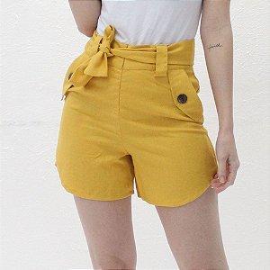 Shorts Alfaiataria em linho mostarda
