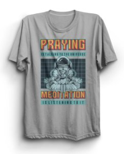 Camiseta Básica Praying Meditation