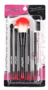 Kit com 5 pinceis para maquiagem  Macrilan kp5-28 - Vermelho
