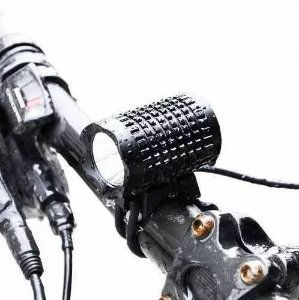 Farol para Bicicleta Profissional Outdoor 4.420.000 Lumens Bateria 8.4V 6 células Super Potente com Capa de Silicone