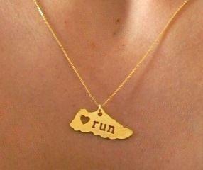 Colar Love Run - Banho Ouro Amarelo