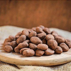 Drageado de amendoa de cacau 45% ao leite c/ cacau em pó - a granel
