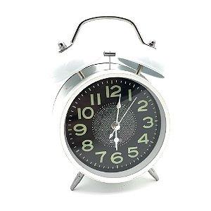 Relógio despertador retrô em metal branco