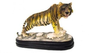 Tigre decorativo de resina