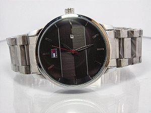 d64e2c36fb3 Relógio Tommy Hilfiger prata analógico com marcador de data - WGO.will