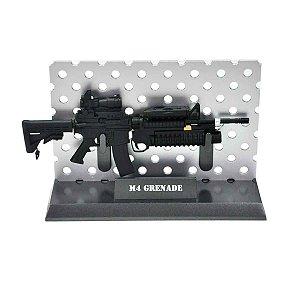 Miniatura Decorativa M4 com lança granada
