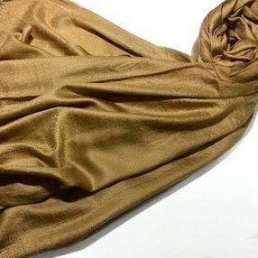 Pashmina com pompom de pele ocre