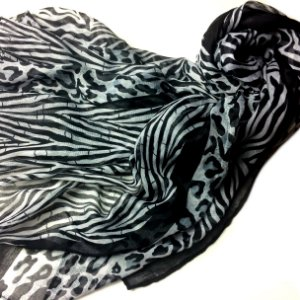 Echarpe animal print preta