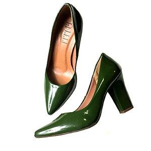 Scarpin verniz verde militar - salto confort