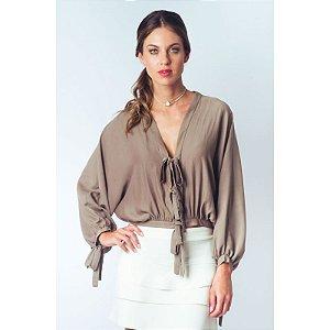 Blusa ampla com amarrações e fenda de abertura nas costas – Tabaco