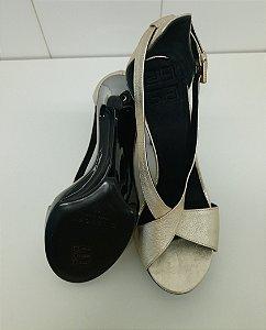 Givenchy - Sandalia Dourada